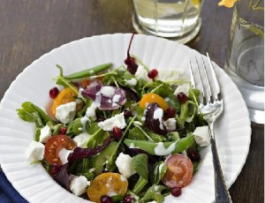 Recipe: Peashoot, Goats cheese & Pomegranate Salad with Yogurt Dressing